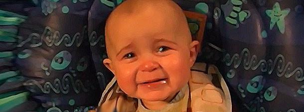 Ребенок слушает пение мамы