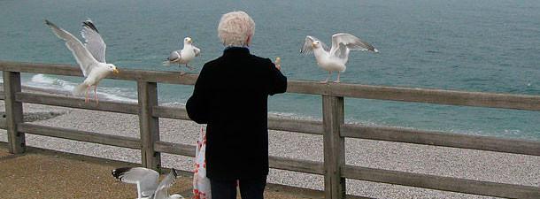 пожилым положительно