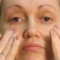 кожу лица упругой