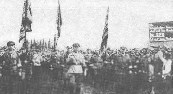 Германия, Пантекот, 1929 г. Встреча участников движения «Рот Фронт» («Красный Фронт»). Это движение было задумано для организации в Германии Красной армии. «Красный Фронт» черпал свои истоки в атмосфере гражданской войны.